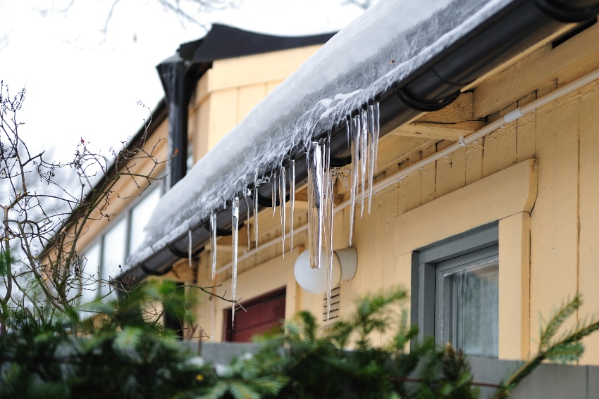 Avoid-Frozen-Gutters-with-These-Ideas