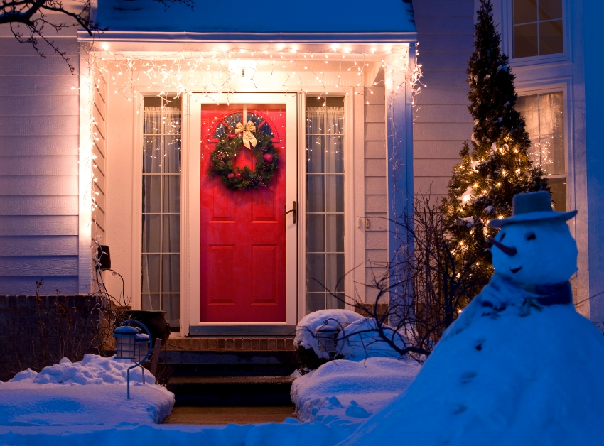 Tips-to-Safely-Deck-the-Halls